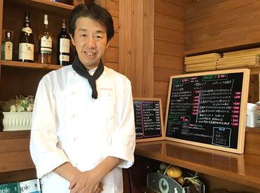 \こちらが【PRIMA CAFE】の気さくで面白い店長です★/ スタッフ間の雰囲気もよく、 初めての方でもスグに馴染める職場です◎