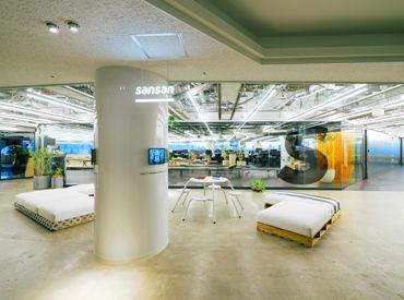 本社オフィスは木も緑もある開放的なオシャレ空間★表参道にあり、キレイな建物で快適に働けます♪自由な雰囲気もイイ!