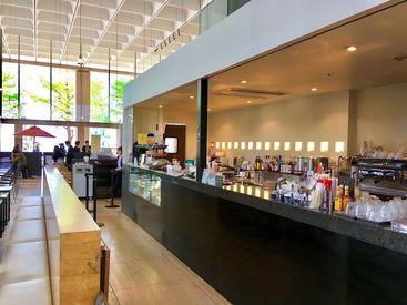 おしゃれ&ゆったりくつろげる店内も大人気★コーヒーの良い香りに包まれながらお仕事できますよ♪駅チカで便利な立地です!