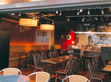 """本格フレンチをリーズナブルに♪ カフェ感覚でも利用できる敷居の低さも魅力! 有機野菜の""""マルシェ""""は開放的なテラス席で開催◎"""