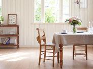 ヴィンテージ感漂う小さな邸宅★アンティーク調の扉や家具、レトロなキッチン、緑溢れる庭など…とってもオシャレな空間♪。