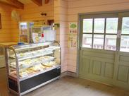 ◆直営店販売業務◆ 園内売店のレジ業務や商品陳列などのお仕事をお任せします。