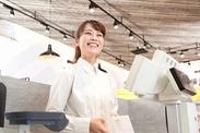 <重い品出しや商品陳列は一切なし!>お会計と簡単な接客のみ⇒レジの操作を覚えるだけ♪