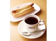 挽きたてのコーヒー、焼き立てサンドイッチ…カフェのイイ香りに包まれて♪ 朝の店内は賑わいの中にも落ちつきを感じる雰囲気!