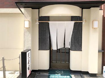 荒寿司はお客様と共に時間を過ごすので 特別な空気が流れています。 ここでしかできない体験を ぜひ実際に来て見てください。