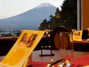 ホテルからは富士山と河口湖を一望できます。