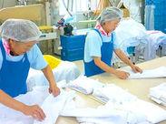 <未経験さんもカンタン♪> コック服や食品工場のクリーニングのお仕事!扱うものは衣服なので、特別重いものはありません◎