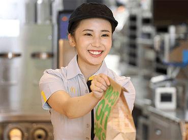 \高校生~シニアまで幅広く活躍中/ 初バイトさんや久しぶりのお仕事の方も◎ まずは笑顔で「(*'▽')いらっしゃいませ」 !