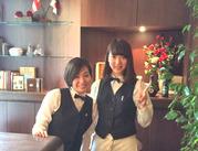 まるでヨーロッパのCafeで働いているような、シックな制服が魅力★+゜白シャツ・蝶ネクタイ・チョッキを貸与!準備も不要です◎