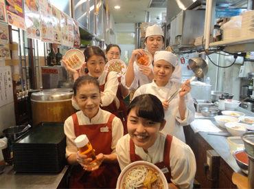【店舗スタッフ】改札から徒歩20秒♪駅ナカだから通いやすい◎創業27年の中華料理店!お堅い感じがしますが、働いている人は明るい人ばかり★