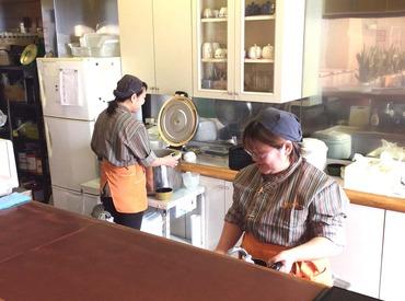 【レストランSTAFF】学生さん歓迎!!まかない♪交通費♪有給♪~パチンコ屋さんのレストラン~★常連様と楽しくお話♪★食材カット&料理お届け♪