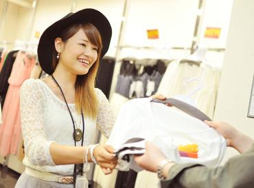 【レディースアパレル商品のラベル貼/梱包】働きやすい自由なシフト♪服装髪型・ピアス・ネイルも自由だからあなたらしく働けます♪更に50%offの社割も有♪
