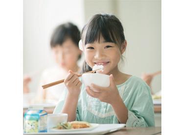 【学校給食の調理補助】\残り限定3名募集♪/平日15時まで♪食材のカット、食器の洗浄など♪9割が未経験からスタート!30~50代の女性活躍中♪