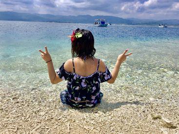 スタッフさんのお写真(1)  住み込みでリゾート地へ期間限定プチ移住◎ 人気の沖縄や、都心を離れて 自然豊かなエリアも紹介可能!