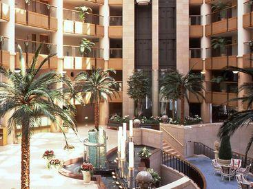 非日常空間の会員制リゾートホテルで、 一緒に働きませんか? お客様からスタッフまで… きっと素敵な出会いがあるはずです!