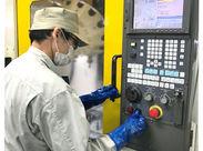 \\中高年のスタッフも、活躍中// 製品をセットして、ボタンを押すだけ★ 複雑な機械操作もないので、安心して始められます