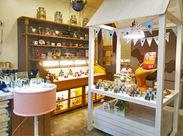 甘くて美味しいキャラメルと可愛いちゅら玉を販売するオシゴト♪.+ 店内にはキャラメルの良い香りが広がっています(*^_^*)
