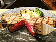 ボリューム満点☆スタッフ向け食事は無料☆ジューシーなステーキも食べられるかも!肉好きの人にもオススメのバイト♪
