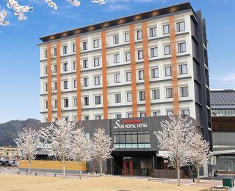 \3月にオープンの綺麗なホテルでの勤務!!/ 早朝の時間を有効活用♪駅チカの好立地なので通勤も◎