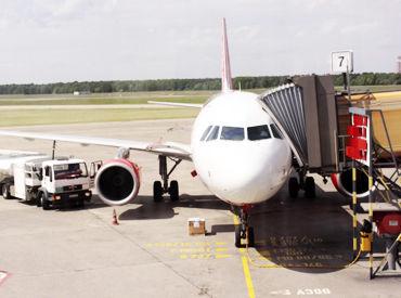 【機内清掃スタッフ】■空港でお仕事したい方必見■空港のお仕事のちょっと裏を見ることができるかも♪《週3日~/1日4h~OK!》シフト融通も◎