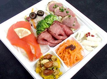 <あなたのライフスタイルに合わせて★> この工場で作られたサラダや煮物は、関東圏の大手スーパーに納品され、ご家庭の食卓へ♪