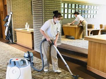 キレイな施設内をキレイに保つお仕事なので、 汚れたりすることはありません♪ 女性スタッフ活躍中です★☆
