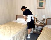 ≪客室整備やチェック業務が中心≫ 20~40代の女性スタッフが活躍中★いつもの家事でやっているお掃除経験が活かせるお仕事♪