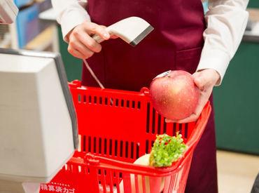 ★スーパーマーケットのレジ★ 最初は先輩と一緒にSTART! 覚えたらカンタンなので、初心者さんや ブランク明けの方も大丈夫♪
