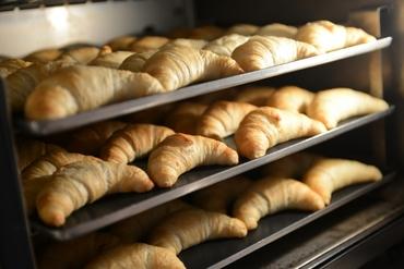 【ベーカリースタッフ】『美味しいパンをつくろ~生きてるパンをつくろ~♪』宇土のショッピングモール内パン屋さんでのお仕事です♪