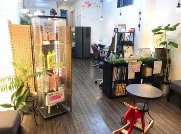 店内は1000円カット店とは思えないほど、ゆったりと落ち着いた雰囲気◎券売機だからお会計業務なし♪
