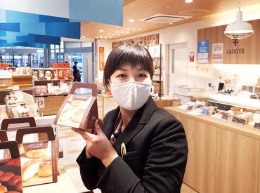 \駅ナカで働こう!!/ よく見るお土産などがたくさん♪ 楽しく働けますよ!!