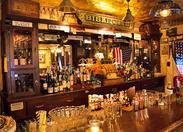 1920年当時を再現するために、店内の装飾はもちろん、グラス・食器にもこだわっています♪