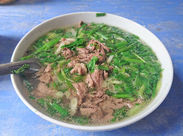<美味しいまかないつき!!> 写真は牛肉のフォーというベトナム料理です。 普段味わったことない料理が食べれるかも!!