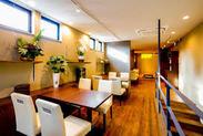 新築ですので 内装もお洒落でキレイです♪ 温かみのある落ち着いた空間です。 (内観)