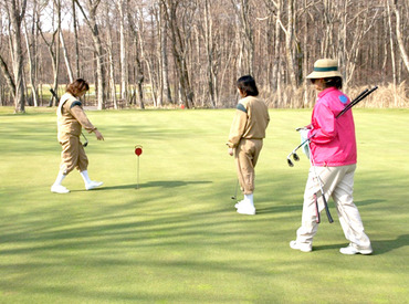 【キャディスタッフ】≪4月1日~11月下旬まで≫春から秋までの期間限定♪ゴルフのルールがわからなくても◎主婦さんも活躍中です!