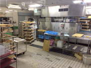 さげられてきた食器や調理器具を食洗機にかけて洗うお仕事◎学生・Wワーカー歓迎♪高校生もOK!
