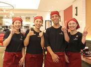 「近かった」「飲食店で働いてみたくて」 応募のきっかけは様々ですが、 店長をはじめ、明るく笑顔で働いてます♪