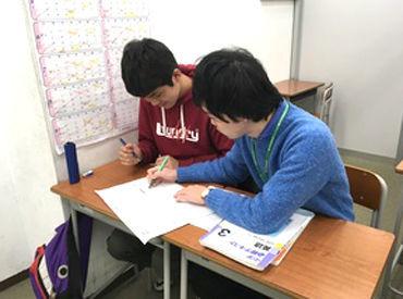 ★将来、先生を目指す学生さんも大歓迎★ 平日は夕方からの勤務なので、大学の授業の後のバイトもOKです♪