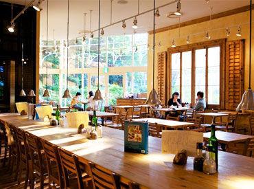 【カフェスタッフ】/#ベーカリー #カフェレストラン\店内はベルギーの田舎町をイメージ♪まるで海外カフェの雰囲気*友達に自慢できちゃう!