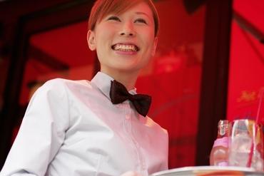 【ホールStaff】\ゴルフ場のレストランサービスStaff♪/お客様のご案内や食事の配膳をお任せ◎<週1日~>すぐに働くこともできます★
