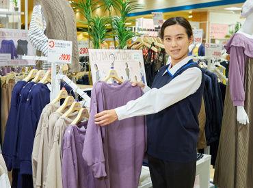 大学生、主婦、シニアなど 幅広い年代のスタッフが多数活躍中★ 初心者も大歓迎です! ※制服は一例です