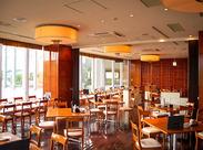 ≪木目調×間接照明の温かみ◎≫ 天井も高く開放的なので、のびのびと働けます♪接待などに利用される落ち着きある店内☆