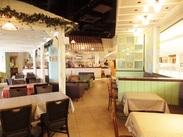 *豊洲店の店内はこんな感じ*おしゃれ&落ち着いた雰囲気◎女性にも男性にも大人気のカフェです!!