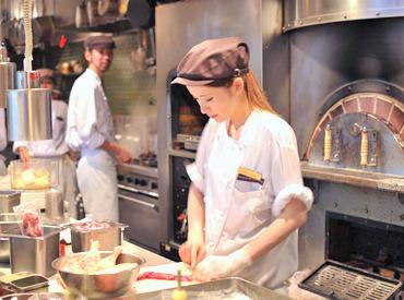 """【キッチンSTAFF】話題のスパニッシュイタリアン【RIGOLETTO】街の""""スパイス""""となるお店を目指します♪Open Kitchen=お客様との距離感も魅力◎"""