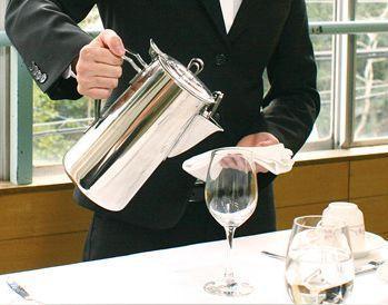 【ホテルサービスSTAFF】ホテルのレストランで一緒にお仕事♪未経験の方ももちろん大歓迎!丁寧にフォローします◎高時給1000円~でしっかり稼げる★