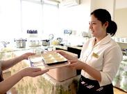 <調理経験一切不要> 調理専門のスタッフが別におりますので、簡単な補助や盛り付けなどでOK!家事の延長として働けます◎