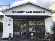 岡山は今、空前のパンブーム! そんな中、途絶えることなくパン好きさんが訪れる人気店♪ 20~40代の方が活躍中★
