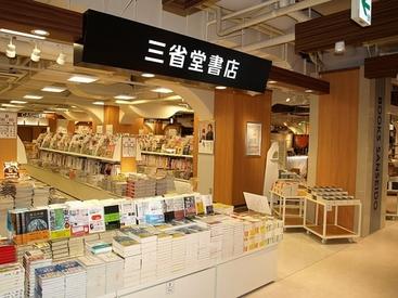 【書店STAFF】働きながら本や雑貨のトレンドキャッチ★好きなアニメの本、漫画etc…社割でGet!夏から人気の書店員デビューしましょう♪*