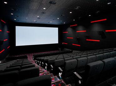 """【映画館スタッフ】""""家事の合間に&学校帰りに""""+。* 自分スタイルでOK *。+《通勤手段自由!》もっと映画が好きになるバイト、始めませんか?"""