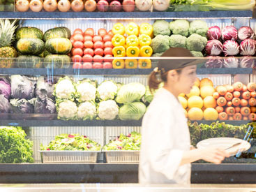 【ホール/キッチンスタッフ】「いろいろな野菜を、もっと美味しくデイリーに食べる」をテーマに野菜×スーパーフードなどを掛け合わせたデリを提供します。